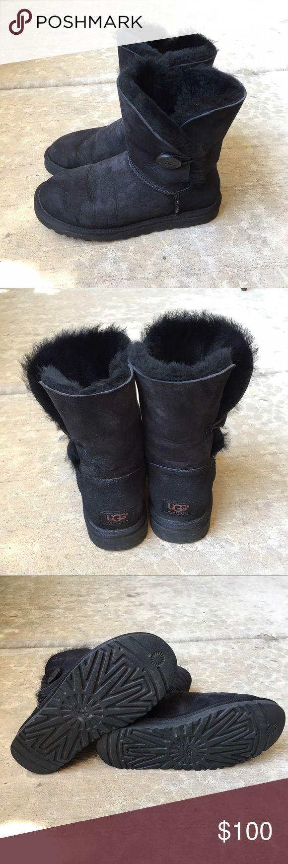 UGG Classic Cuff Short Boots UGG Classic Cuff Short boots in black women size 7. These have only been worn once. Show little to no wear, in amazing condition! Make an offer or bundle to save. UGG Shoes Winter & Rain Boots