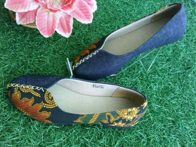 Dalili denim batik klasik   #SepatuBatik #BatikShoes #FlatBatikIndonesia #BatikIndonesia #madeinindonesia #outfitoftheday #HandmadeShoes #TokoRayyasti #BatikKawung #BatikMadura #BatikJumputan #BatikGarutan #BatikParang