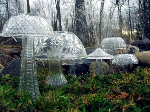 Crystal mushrooms made from cheap florist vases, bowls and light fixtures.Ideas, Punch Bowls, Lights Fixtures, Yards Sales Finding, Thrift Stores, Gardens, Yards Art, Fairies Garden, Mushrooms