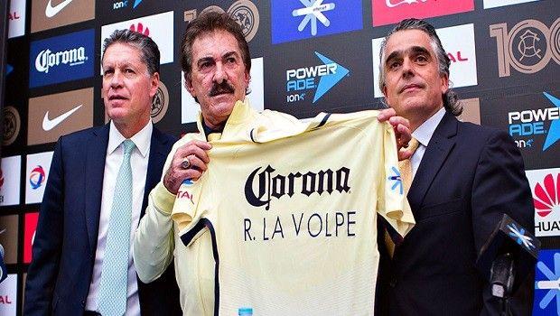 El Club América presenta a Ricardo La Volpe como su nuevo entrenador