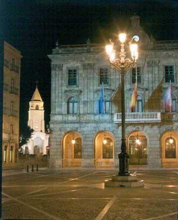 Ayuntamiento y Plaza Mayor. City council. Hôtel de ville. #Gijón. #Asturias.