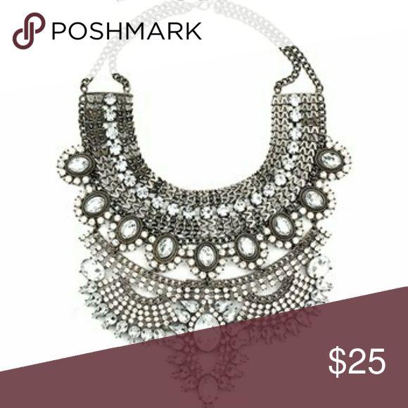 Silvertone Bold Necklace Silvertone Bold Necklace Jewelry Necklaces
