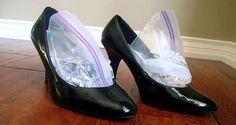Idée ingénieuse pour élargir vos chaussures trop serres !                                                                                                                                                                                 Plus