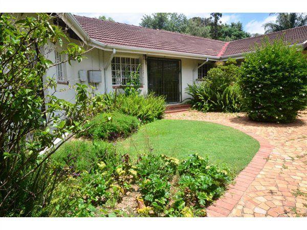 3 Bedroom Garden Cottage in Bryanston