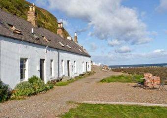 Shoreside Beach Cottage, Southern Scotland   - Burnmouth,