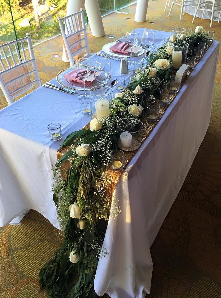 CBC284 Wedding Riviera Maya, Sweetheart table decor, greenery cascading runner and candles /camino de follaje como decoración flores para mesa de novios
