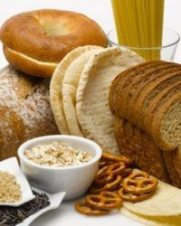 Olá mulherada! Você tem intolerância ao glúten ou está cortando o glúten da sua dieta?O glúten é uma proteína presente no trigo, na cevada, no centeio, na aveia e no malte, já falamos sobre ele aqui(e se é necessário cortá-lo). Portanto, todos os alimentos feitos com esses produtos contêm glúten. Muitas pessoas fazem uma dieta …