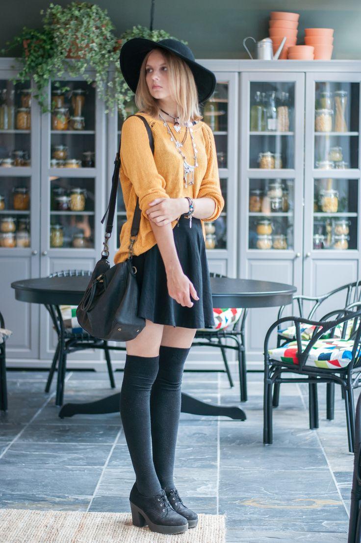 Boho Style, Festival Style: Mustard Yellow Sweater Pullover, Overknees Overknee Socks, black Skater skirt, Plateau Heels, black Liebeskind Berlin bag, black Hat - Hamburg, Streetstyle, Outfit, Blogger