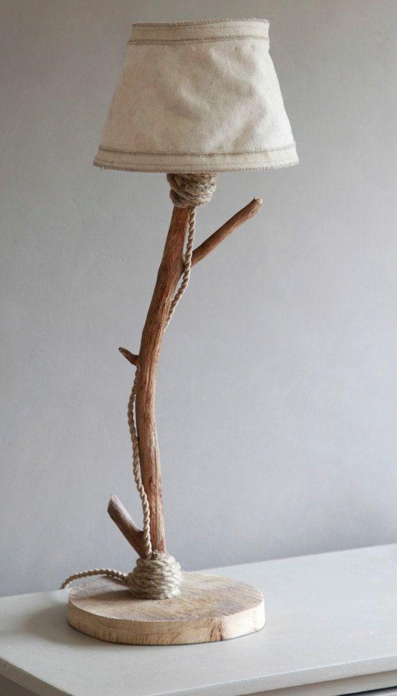 MISURE: altezza totale lampada 60 cm, 2 mt cavo tipo corda, Paralume: diam. 13 cm in alto, 24 cm alla base, altezza 14 cm realizzato in tela da vela. Base in quercia, fusto in legno riportato dal mare