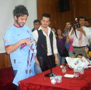 Yusuf Güney Trabzonspor Marşı Dinle