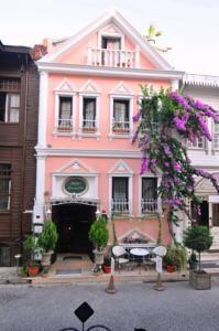 #Otel #Oteller #OtelRezervasyon - #Fatih, #İstanbul - Romantic Otel Istanbul Fatih - http://www.hotelleriye.com/istanbul/romantic-otel-istanbul-fatih -  Genel Özellikler 24-Saat Açık Resepsiyon, Teras, Sigara İçilmeyen Odalar, Aile Odaları, Emanet Kasası, Isıtma, Tasarım Otel, Bagaj Muhafazası, Klima Otel Etkinlikleri Kuru Temizleme, VIP Oda Özellikleri, Ütü Hizmeti, Gelin Süiti, Tur Danışma, Faks/Fotokopi, Transfer Servisi (ücretli), Havaalanı ...