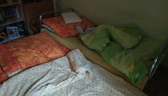 Vzdáváme to,dnes spime v obýváku.