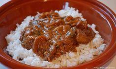 Lekkere pittige kip met taugé, gegaard in een heerlijke saus op basis van sambal en pindakaas.