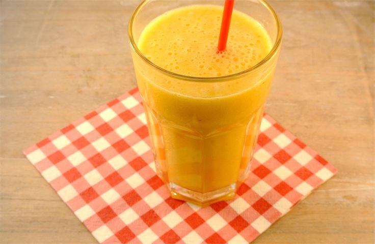 Begin je week goed met een lekker fruitsapje met banaan, sinaasappelsap en perzik. Zelf drinken wij een smoothie het liefste bij het ontbijt maar je kan een smoothie op elk tijdstip drinken. Je kan natuurlijk ook nog ander fruit toevoegen aan deze smoothie zoals ananas, kiwi, frambozen of aardbei. Tijd: 10 min. Recept voor 1...Lees Meer »
