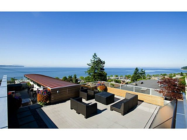 Exclusive Minimalist Masterpiece in White Rock. This spectacular home was designed by Keith Baker who utilizing Multiple decks, double height lofted ceilings and day lighting windows to maximize the stunning South and West ocean views.Unique features include dual curved roofs, a kitchen custom built in Italy w/quartz counters & glass tile, a floating staircase, Modular arts waterfall, a curved wave wall, a master ensuite with a cocoon bath Ocean view. Lead Certified