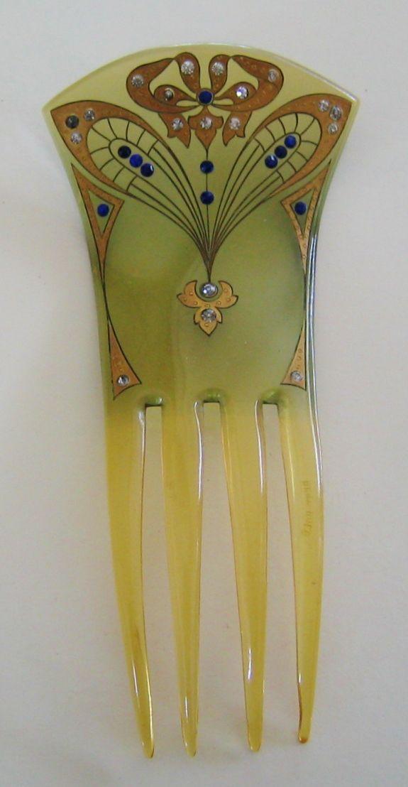 Art Nouveau Hair Comb.