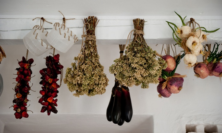 I will do it in my kitchen!!! Ricotta basket like decoration! Great! It was something useless for me... till now!