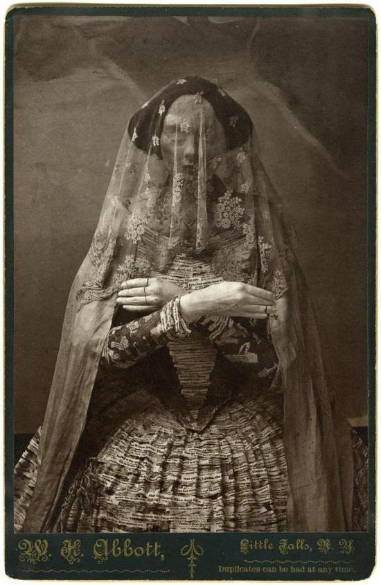 """1. Madam Violet, Fue la reina de la """"Colmena de Vampiros"""" en Edimburgo, fue nombrada  la mujer más espeluznante en 1882 y 1884."""