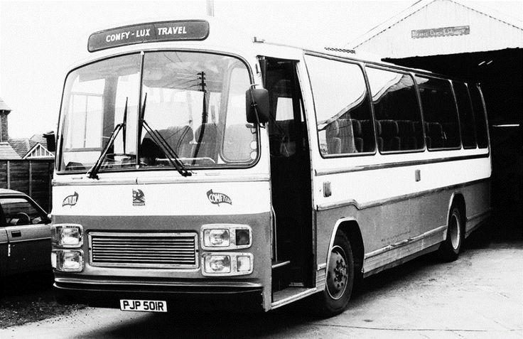 Darch & Wilcox 'Comfy Lux' Coach.
