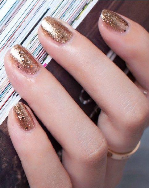 gold glitter manicure #nails #holiday