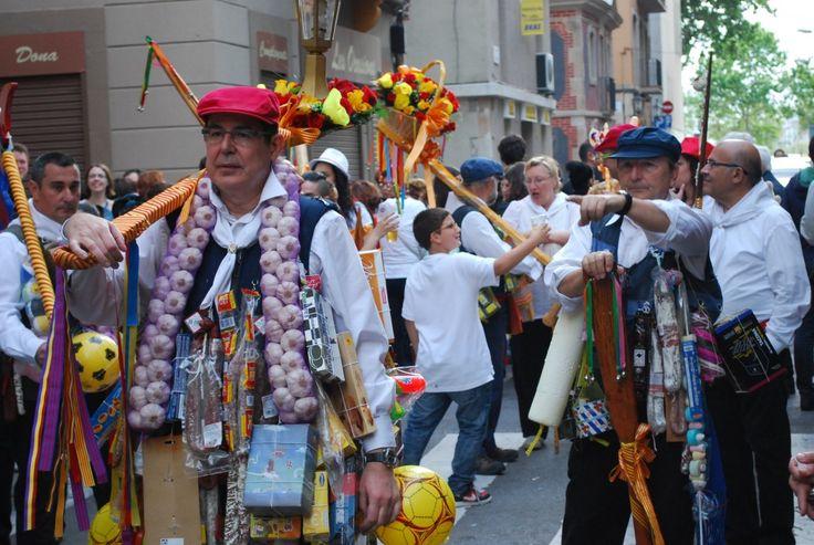 Los Coros de La Barceloneta es una de las fiestas populares con más ritmo de Barcelona. A bailar y disfrutar de las calles del barrio pesquero de Barcelona donde todos los vecinos son los protagonistas. Descubrid más cosas de esta fiesta en Silence ; )
