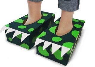 cómo hacer unos pies de dragón realizando manualidades para niños