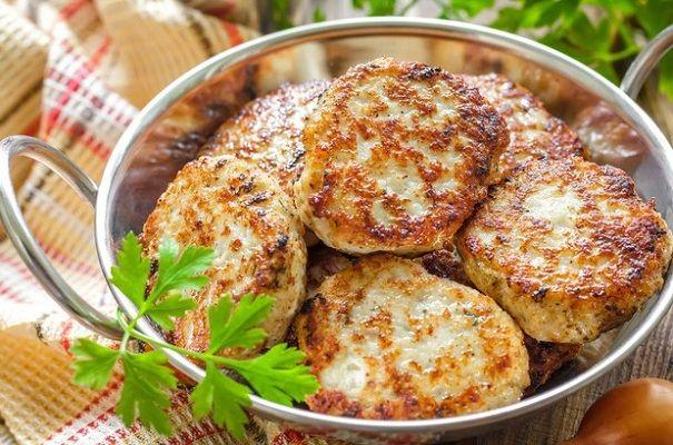 Котлеты с мясом и зеленью в духовке
