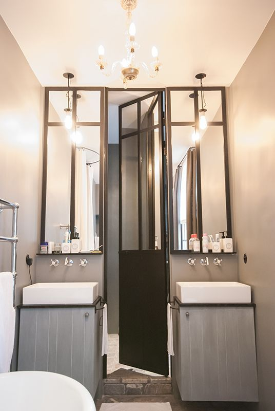Salle de bains avec une verrière d\'atelier | Salle de bain ...