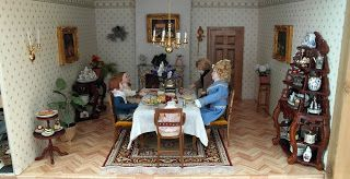 The diningroom in my dollhouse that I build in a display cabinet