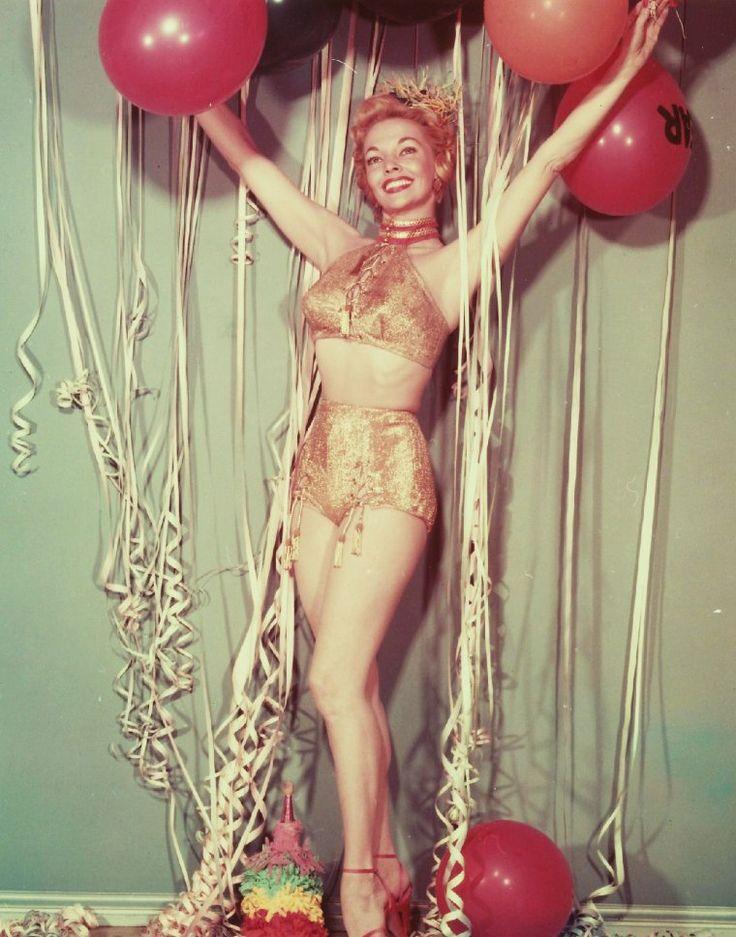 Godt Nytår! ... (Top til bund) Mari BLANCHARD / Marilyn Monroe / Mamie Van Doren / Edy WILLIAMS / Jayne Mansfield / Lila LEEDS / Joan COLLINS / Claudia Cardinale