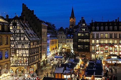 Strasbourg - here we come!! - Photo n53737 : Marché de Noël, Place de la Cathédrale, Strasbourg, Bas-Rhin (67) © Jean Isenmann