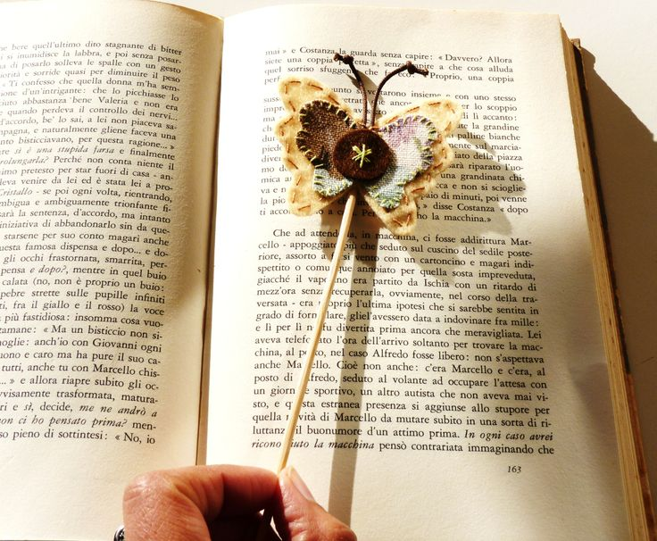 Farfalla con bastoncino  Segnalibro di feltro fatto 100% a mano da Fanciulla Accessori http://www.facebook.com/FANCIULLAACCESSORI