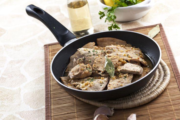 Receita de Bifinhos de perú corados ao alhinho. Descubra como cozinhar Bifinhos de perú corados ao alhinho de maneira prática e deliciosa com a Teleculinária!