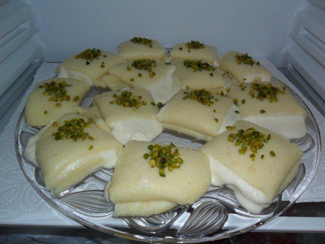 Halawet el jiben- libanesische Süßspeise aus Mozzarellakäse