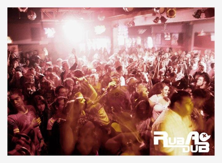 Rub-a-dub, hundreds in a club...  Dubstep lovelyness :)