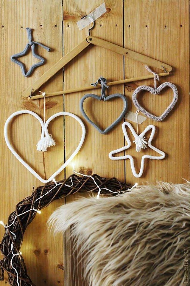 Adornos navideños hechos con alambre y cordones Christmas ornaments made with wire and cords