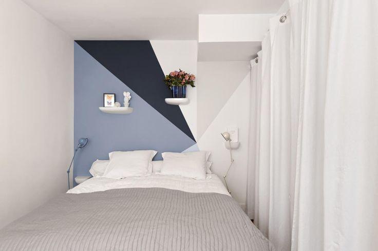 Parete camera da letto con decori geometrici
