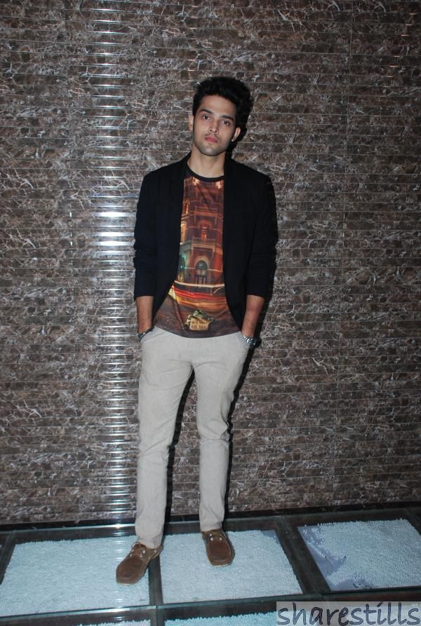 Image from http://sharestills.com/tv/serial-actor/parth-samthaan-at-mtv-kaisi-yeh-yaariyan-success-bash/parth-samthaan-at-mtv-kaisi-yeh-yaariyan-success-bash-1.jpg.