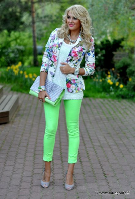 Neon!: Light Pink Blazers, Green Jeans, Floral Blazers, Dreams Closet, Color Combos, Color Jeans, Cute Outfit, Blazers With Floral Jeans, Neon Green Pants Outfit