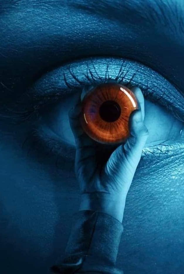 Von Ihren Augen Und Brüsten Hypnotisiert