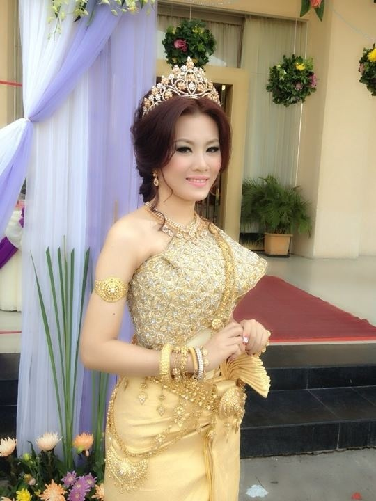Cambodia dresses and wedding on pinterest for Khmer dress for wedding party