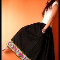 Long skirt with ethnic borders