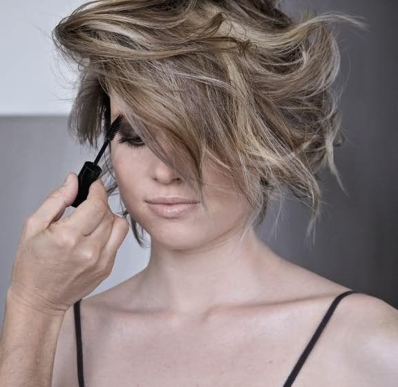 Haartrends 2012 - Wordt grijs haar een van de haartrends in 2012? Jazeker! Grijze haarkleuren worden echt een fashion statement en een kapsel statement.
