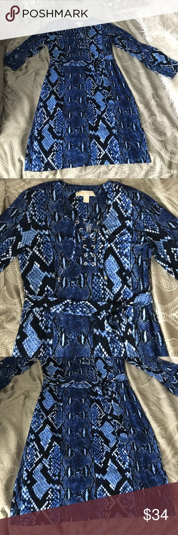 Michael Kors Blue Navy Snake print dress Sz Small Really beautiful Michael Kors Snake print dress navy blue with other vibrant colors of blue really pretty on! Please share my closet and make me an offer! Thanks! Michael Kors Dresses Midi
