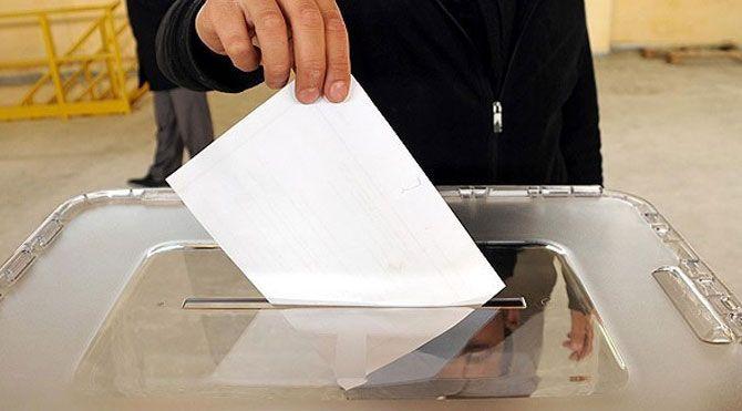 """Yurt dışından gelen oyların sayıldığı ATO Congresium'da """"Oylar çöpe atıldı"""" iddiasıyla arbede çıktı. Salona çevik kuvvet ekipleri sevk edildi."""