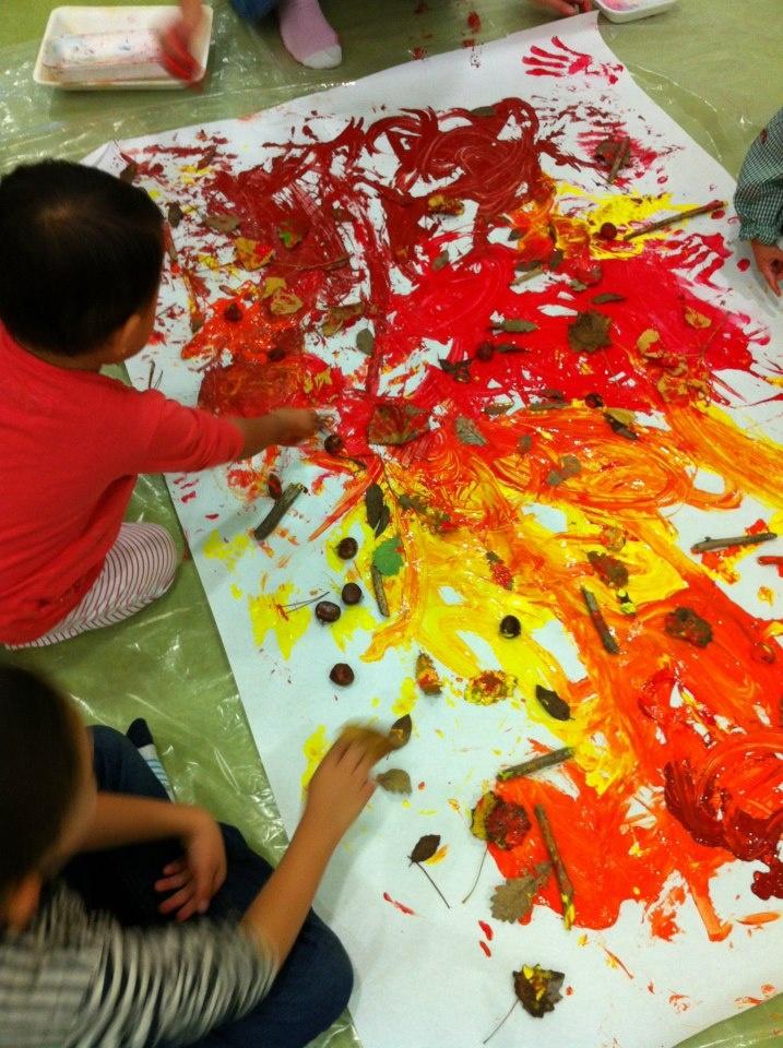 Pintamos con las manos, palitos, hojas y castañas!