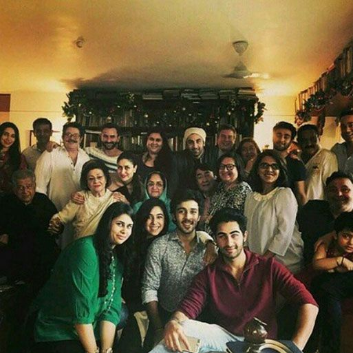 Ranbir Kapoor shared a group picture of the entire Kapoor family on Instagram.