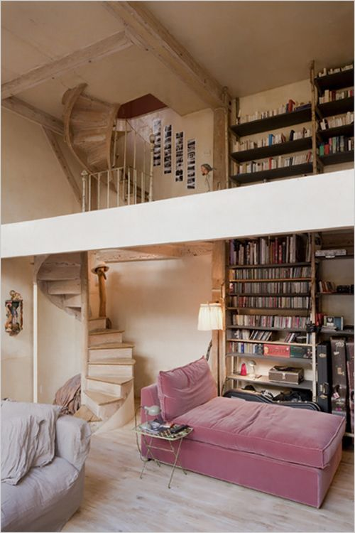 please give me.: Chai Lounges, Spirals Staircases, Bookshelves, Spaces, Spirals Stairs, Home Libraries, Loft, House, Pink Velvet