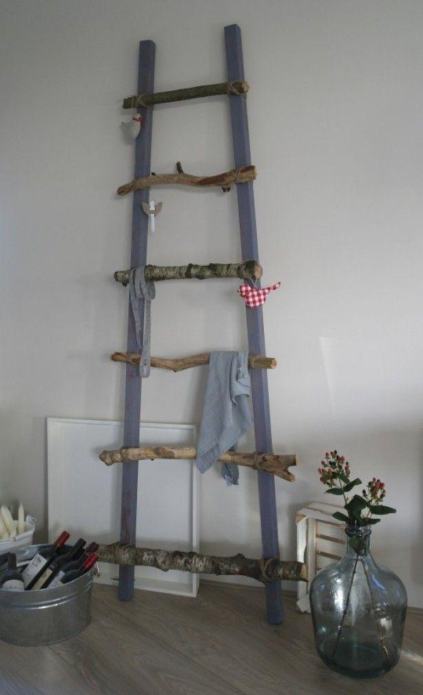 Deze leuke ladder kun je erg gemakkelijk zelf maken, zeker nu met al het hout wat door de storm op de grond ligt.