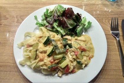 Low-carb Hähnchenbrust mit Zucchini und Tomaten in cremiger Frischkäsesauce 5